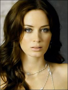 EMILY BLUNT (1983) is an English actress She is known for her work in The Devil Wears Prada (2006), The Young Victoria (2009), The Adjustment Bureau (2011) and Looper (2012). He has been nominated for four Golden Globes, two Critics Circle Awards London Film and a BAFTA Award. In 2007 he won the Golden Globe Award in the category Best Supporting Actress series, miniseries or TV movie for her work in the TV movie Gideon's Daughter BBC.
