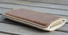 Handcrafted/Sewed iPhone 6 sleeve, made of organic/vegetable tanned cow leather and woolfelt. Bespoke tailoring. Handmade in beautiful Munich,