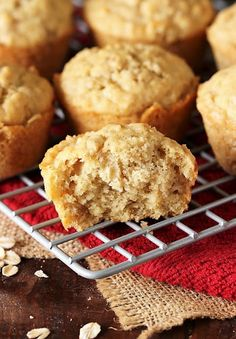 Inside Texture of Oatmeal Muffins Image Chocolate And Blueberry Muffins, Pumpkin Chocolate Chip Muffins, Applesauce Muffins, Oatmeal Muffins, Baked Oatmeal, Muffin Recipes, Baking Recipes, Healthy Breakfast Muffins, Breakfast Casserole