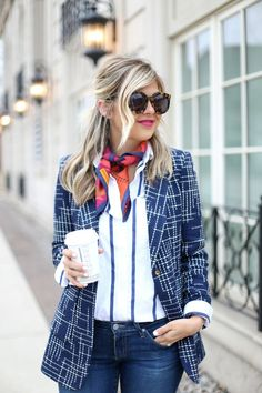 Do you want a fresh look outfit but still feels comfortable? Easy, just throw some silk scarves to your daily outfit. Blazer Outfits, Casual Outfits, Fashion Outfits, Womens Fashion, Style Fashion, Fashion Clothes, Fashion Ideas, Fashion Trends, Casual Chic
