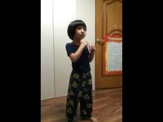Yoogeun dancing to  SHINee's Sherlock•셜록 (Clue + Note). They should have a SHINee Hello Baby Season 2!!