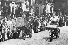 cadenced:  Porteur bike racing atJordaanfeesten Amsterdam in the 1930s and found on letterlust's Flickr page.  More!