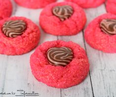 These cookies are the perfect treat for Valentine's Day! Topped with strawberry swirled chocolates, and a wonderful strawberry dough, they'll make your heart melt! Holiday Treats, Holiday Recipes, Valentines Recipes, Valentines Food, Holiday Fun, Best Grilled Cheese, Valentine Cookies, Easter Cookies, Birthday Cookies