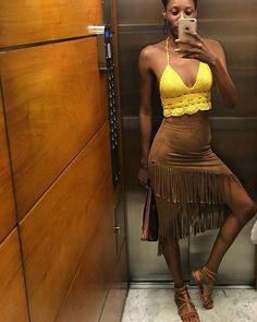 Foto do look no elevador: quem nunca? A lindíssima @indyracarvalho fez pose com a sandália rasteirinha da nova coleção Tanara! #tanarasummer #tanaralovers