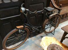 Antieke fiets ; te koop bij Medussa Heist op den berg