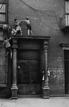 Helen Levitt, New York City, 1940 -how many kids would be allowed to do this today? #LetThemBeFearless