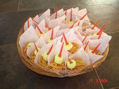 Patatje met: nibbits met een geel spekje als mayo