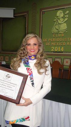 """Aura Cristina Geithner, Reconocimiento """"Embajadora de la Paz"""" de la Fundación Conciencia y Dignidad (19 Nov. 2014)."""