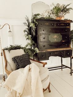 Liz Marie has put together her Christmas Bedroom for this year. Check out how she achieved this Cozy Cottage Christmas Decor vibe Cottage Christmas, Christmas Bedroom, Christmas Home, Primitive Christmas, Country Christmas, Outdoor Christmas, Christmas Christmas, Country Farmhouse Decor, French Country Decorating