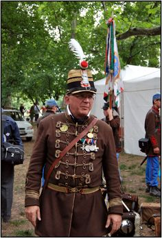 Officer of the Honvéd Battalion Historical reenactment of the battles and campaigns of the HUngarian War of Independence Ww1 Soldiers, Austrian Empire, Military Uniforms, Military History, Warfare, Hungary, World War, Flags, Revolution
