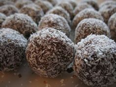Serve only to adults! (high content of rum). Christmas Sweets, Christmas Cookies, Rum Balls, Coconut Cookies, Candy Recipes, Confectionery, No Bake Desserts, Food And Drink, Chocolate