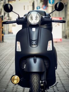 Vespa Gts, Vespa Scooters, Cafe Racers, Custom Bikes, Cool Bikes, Bobber, Chopper, Harley Davidson, Motorcycles