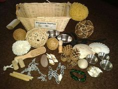 Treasure basket educational toys for babies using household objects Montessori Activities, Infant Activities, Activities For Kids, Crafts For Kids, Reggio Emilia, Heuristic Play, Baby Play Areas, Treasure Basket, Kids Toys For Boys