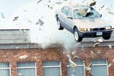BMW 750 iL BMW 750 iL: Der Morgen stirbt nie (1997), 326 PS, 5,4-Liter-V12, max. 250 km/h. Handy-Fernsteuerung, ausfahrbare Raketenbatterie im Schiebedach, selbstreparierende Reifen, Gassprüher, Nagelwerfer, Elektroschocker-Abwehr, Kabelschneider in ausfahrbarem Logo.