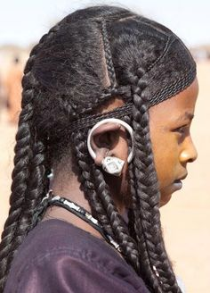 Chebe powder /Shebe powder & seeds from Chad, how Chewe mixture helps grow long natural afro hair. African Hairstyles, Cool Hairstyles, Hairstyles Pictures, Braided Hairstyles, Black Is Beautiful, Beautiful People, Tuareg People, Curly Hair Styles, Natural Hair Styles