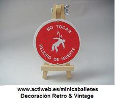 Mini-caballetes en madera con letrero personalizado en madera.