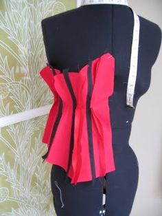 quick corset making guide - site has lots of info on corset making Corset Tutorial, Fashion Design Classes, White Corset, Corset Pattern, Leather Corset, Steampunk Clothing, Dressmaking, Diy Clothes, Fancy Dress
