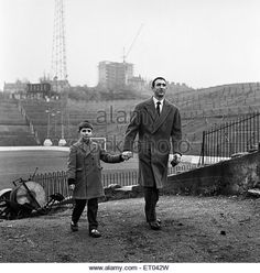 Eddie Firmani visits the Valley in Charlton London, Charlton Athletic Fc, South London, Football Pictures, Football Stadiums, Folk Music, Great Britain, Memories, Photo Wall Art