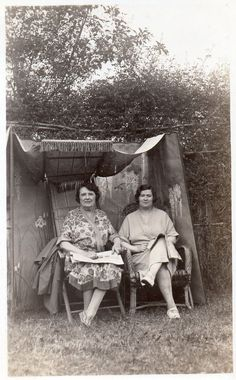 BE067 Carte Photo vintage card RPPC Femme woman camping tente auvent jardin