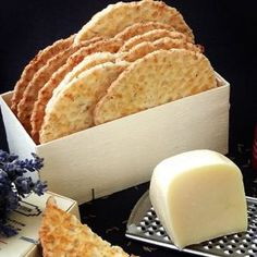 Saratele cu Cascaval si Chimen Romanian Food, Waffles, Deserts, Dairy, Appetizers, Cheese, Snacks, Eat, Postres
