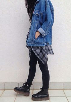 Oversized Denim jacket - http://ninjacosmico.com/18-must-have-grunge-accessories-clothing/5/
