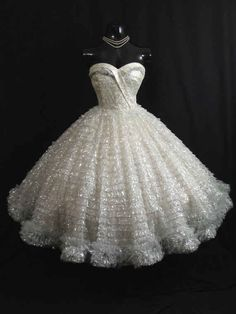 21 Gorgeous Vintage Wedding Gowns You Can Buy On Etsy a236da3766d