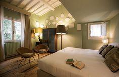 Olá, vocês se lembram do hotel que vimos semana passada? Lembram-se dos quartos com banheira com patas de leão na varanda? Ahhh, pessoal, s...