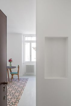 biparch, Marco Cappelletti · two rooms - two doors - two carpets for one apartment
