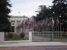 Ich finde es faszinierend zu sehen, wieviele Völker hier in Genf bei den Vereinten Nationen repräsentiert sind. Die Welt ist groß.  It's amazing to see so many states represented in Geneva at the United Nation Office. The world is big.