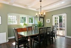 Another look at the home's dining room with French doors leading to the exterior. Photo: Liz Rusby / SF