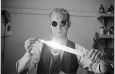 La mayoría de aficionados al buen cine conoce bien la filmografía de Stanley Kubrick. A estas alturas nadie duda del talento desbordante de este genio que es considerado por muchos uno de los cineastas más influyentes del siglo XX. De hecho pese tener una filmografía tan corta, ya que hizo sólo 13 películas, algunos de sus trabajos se han convertido en clásicos de la historia del cine.