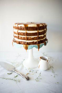 Banana Honey Layer Cake with Salted Rum Caramel Just Desserts, Dessert Recipes, Cake Recipes, Comida Latina, Piece Of Cakes, Love Cake, Homemade Cakes, Creative Cakes, Let Them Eat Cake