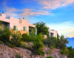 With Mountain High Views And Spectacular Desert Beauty Starr P Golf Suites Is Situated Tucson Hotelsguest