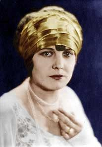 Edna Purviance, silent film actress (SAYRE B&W - Edna Purviance - Wikipedia Black N White Images, Black And White, Edna Purviance, Female Stars, Charlie Chaplin, Silent Film, Vintage Beauty, Classic Hollywood, Cinema