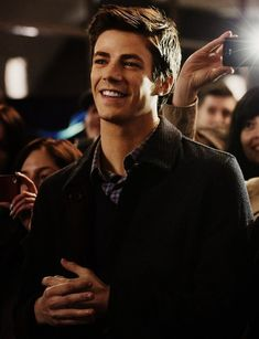 Doesn't Grant Gustin have just the sweetest smile? Doesn't Grant Gustin have just the sweetest smile? Thomas Grant Gustin, The Flash Grant Gustin, Grant Gustin Glee, Flash Barry Allen, Concessão Gustin, Soprano, Snowbarry, Cw Series, Fastest Man
