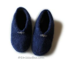 Gode tova tøfler- sklisikre Baby Shoes, Slippers, Handmade, Clothes, Fashion, Outfits, Moda, Hand Made, Clothing