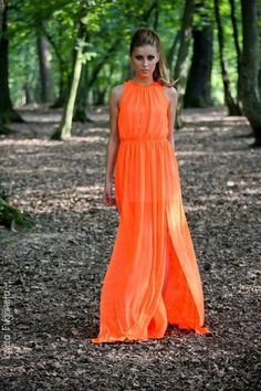 Wedding dress codes can vary from black tie to beach casual, making deciding what to wear very tricky. Check out these 21 ideas and you are sure to look your best -- whatever the dress code! Orange Fashion, Love Fashion, Fashion Beauty, High Fashion, Glamour, Orange Mode, Summer Fashion Trends, Orange Dress, Models
