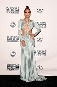 Jennifer Lopez stuns at the 2015 American Music Awards.