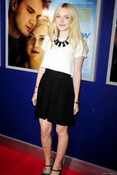 Dakota Fanning at the Now Is Good premiere Celebrity Red Carpet, Celebrity Look, White Outfits, Stylish Outfits, Dakota Fanning Style, Now Is Good, Hollywood Girls, Female Stars, Red Carpet Fashion