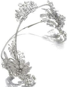 Art Deco diamond hair ornament by Cartier, circa 1930. Via Diamonds in the Library.