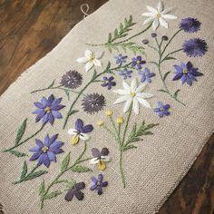 眼鏡ケースになりま〜す♪ ♪ #青い花 #刺しゅう #刺繍 #眼鏡ケース #スミレ #ヤグルマギク #デイジー #フデリンドウ #勿忘草 #wildflowers
