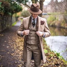 """""""Country chic"""" with/for @walkerslater A new great pic taken by @julien_borghino in Edinburgh a few weeks ago. _________________________________________ #whatiwore #scotland #british #suits #suitup #suitandtie #hat #mystyle #streetstyle #streetfashion #bespoke #dandy #coat #mensstyle #menswear #menfashion #lookoftheday #outfitpost #fashiongram #instastyle #classic #dapper #styling #elegance #vintage #igfashion #preppy #sartorial #apparel #gent"""