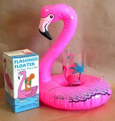 flamingo floater. cool in da pool