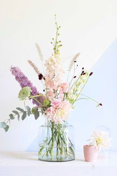 Pastel bouquet by Judith Slagter // judithslagter.nl // flowers and bouquets Ikebana, Fresh Flowers, Spring Flowers, Beautiful Flowers, Pastel Flowers, Pastel Bouquet, Bouquet Flowers, Floral Bouquets, Pastel Colors