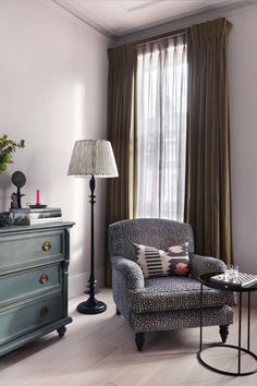 Classic granny chic because granny is so much more classic and chic than she used to be? Eclectic Living Room by Studio Duggan Ltd Eclectic Living Room, Living Spaces, Living Rooms, Dyi, Cosy Corner, Arts And Crafts House, Décor Boho, Eclectic Design, Gray Interior