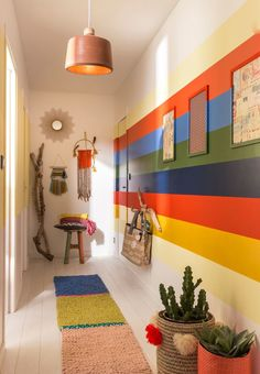 Painting a door: color ideas – Corridor 2020 Shack Ideas, Decor, Color, Interior, Striped Hallway, Contemporary Rug, Painted Doors, Home Decor, Home Art