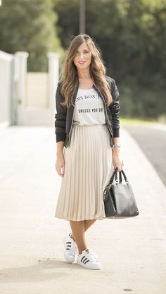 Pleated Midi Skirt and Sneakers Sneakers Fashion Outfits, Winter Fashion Outfits, Mode Outfits, Modest Fashion, Spring Outfits, Casual Outfits, Fall Fashion, Street Fashion, Fashion Dresses