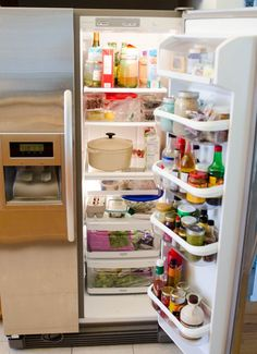 I love a clean and organized fridge. I relish the time after a grocery shop where I can put everything away so it makes sense and looks pretty. However, it's easy to ignore the gunk. You know what I'm talking about: the little bits of dried up kale dried in your veggie drawer, the sticky patch on the middle shelf where some rogue jam made its great escape.