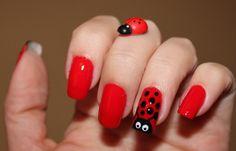 Uñas decoradas mariquitas, uñas decoradas con mariquitas.   #coloruñas #nailartcolor #uñaselegantes