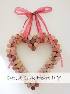 Cork Heart DIY Cork Heart DIY LUNAQUEEN Sch ner wohnen If you re like me and love collecting real corks then you may be nbsp hellip Wine Craft, Wine Cork Crafts, Wine Bottle Crafts, Crafts With Corks, Champagne Cork Crafts, Wine Bottles, Bead Crafts, Fun Crafts, Wine Cork Wreath